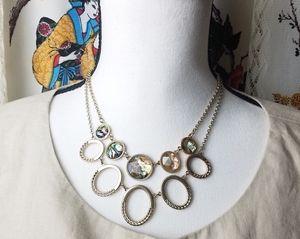 Liz claiborne gold tone necklace marble